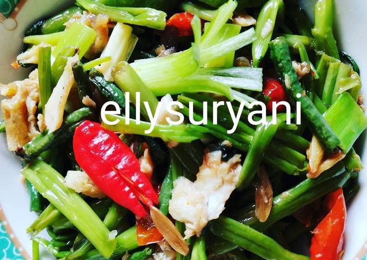 Cah Kangkung Plus Suwir Ikan Gurame Yummy dan Segar