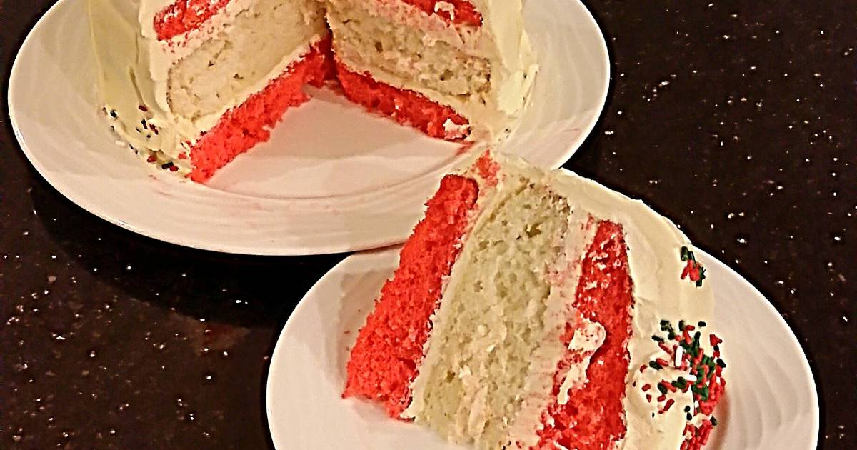 Vanilla Christmas Layer Cake with Creamy Vanilla Buttercream Frosting