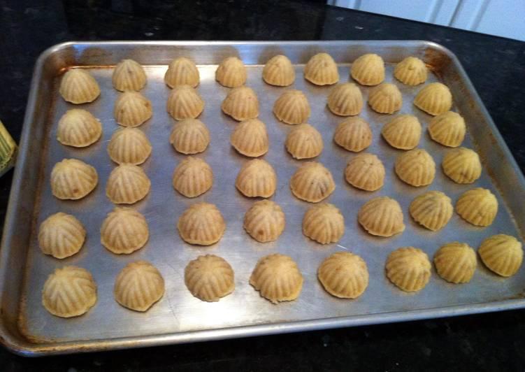 MA'AMOOL (farina Cookies) معمول