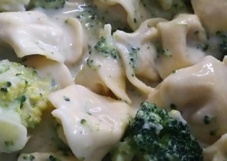 Tortellini mit Broccoli-Sahne-Sauce