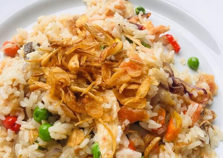 Nasi goreng salmon udang