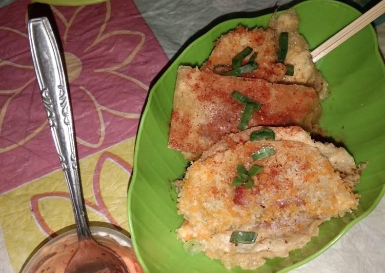 Camilan: Pangsit Isi Kornet dan Saus Mayonnaise Pedas