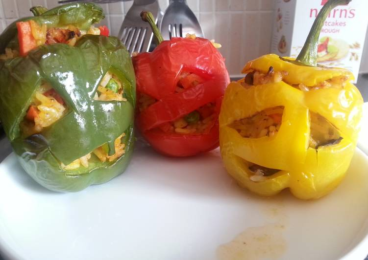 Quick and Easy Recipe: Delicious Weezy's stuffed halloween peppers!