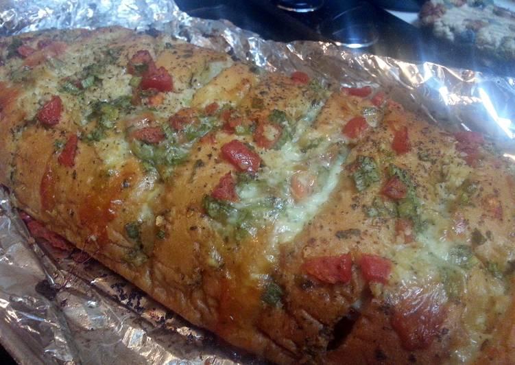 Super AMAZING n' EASY Garlic Cheese Bread