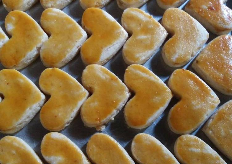 1. Kue kacang amor