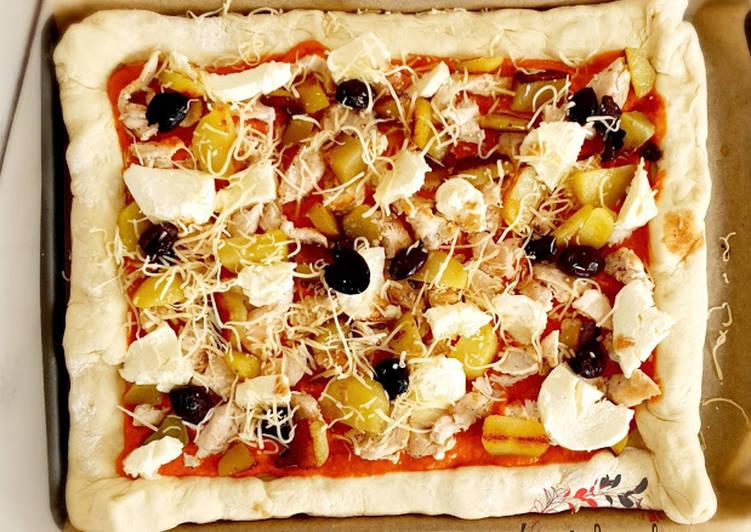 Simple  Pizza poulet pomme de terre mozzarella