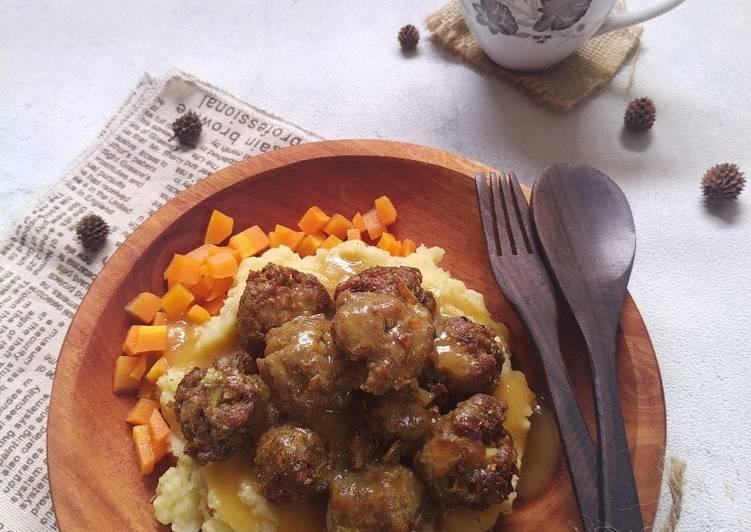 Sweedish Meatballs With Banana Peels And Gravy Sauce
