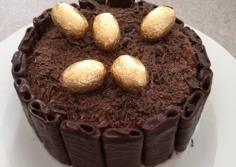 Gâteau de mousse au chocolat de Pâques