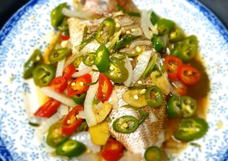 Steamed fish (ikan di kukus)