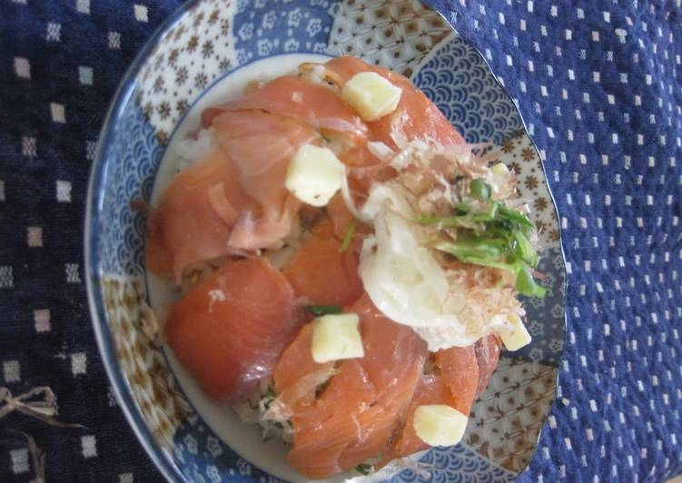 Easiest Way to Prepare Super Quick Homemade Delicious Cheese and Salmon Chirashizushi