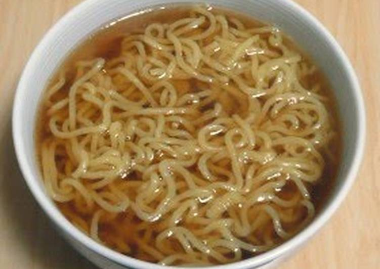 Easy Soy Sauce Flavored Soup for Ramen