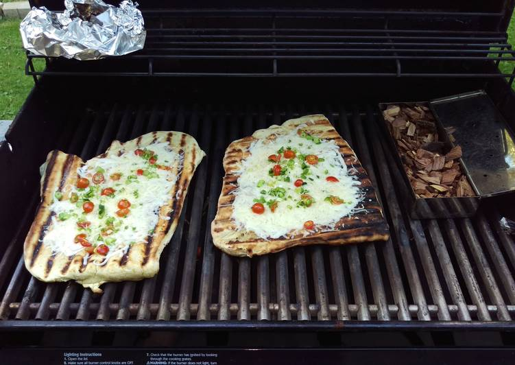 Grilled smoked pizza