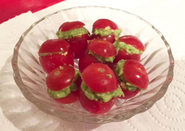 Tomates cerises farcies à la crème d'avocat