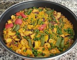 Fideuá con pulpo, gambas y verduras al horno