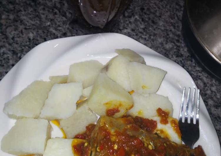 Boiled yam n sauce with tamarind drink