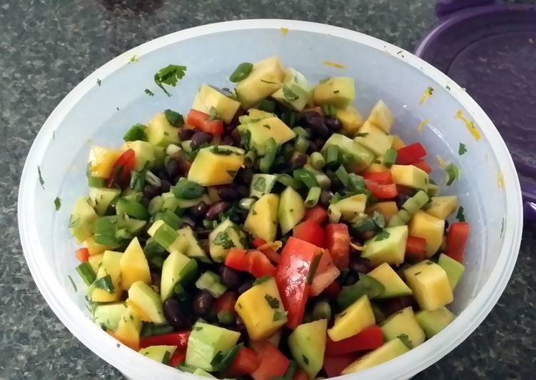 Mango black bean salad (vegan)