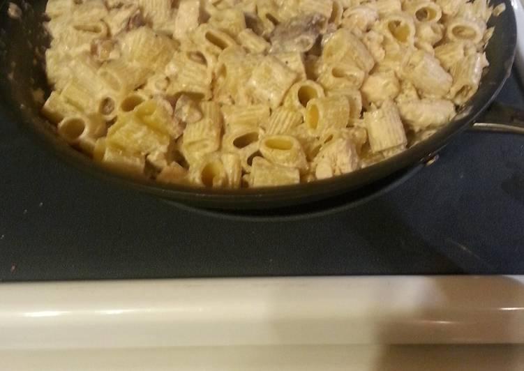 Recipe: Delicious Bacon, Mushroom & Chicken Pasta