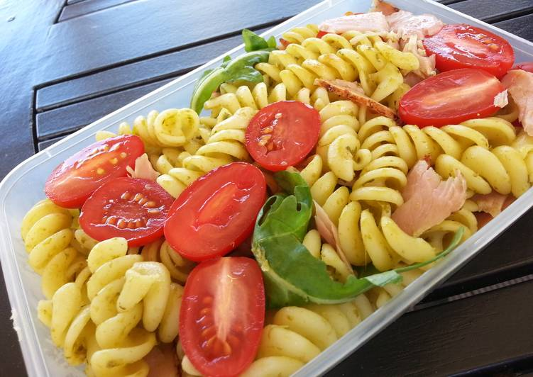 15 Minute Easiest Way to Make Autumn Ham and pesto pasta