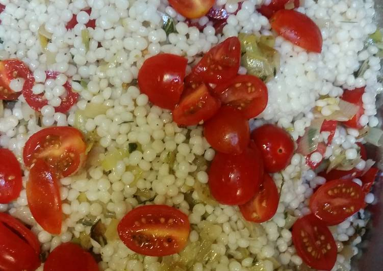 Israeli Couscous with leeks and cherry tomatoes
