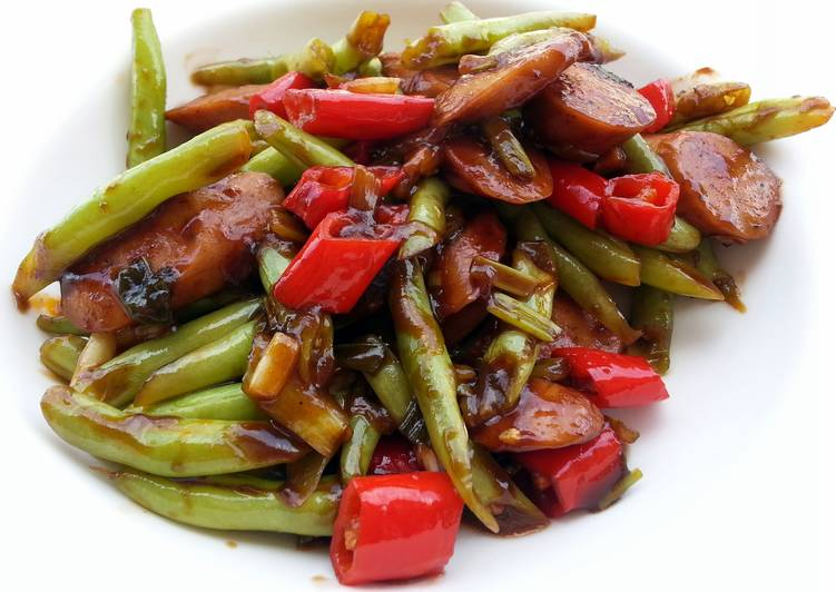 Step-by-Step Guide to Prepare Speedy Green Bean And Sausage In BBQ Sauce