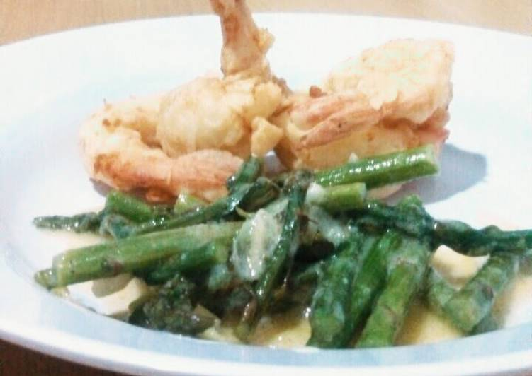 Easiest Way to Prepare Yummy Crispy Prawn with Lemon and Asparagus Sauce