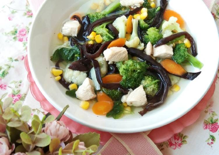 Sayur bening Sehat (mixing vegetables with chicken)