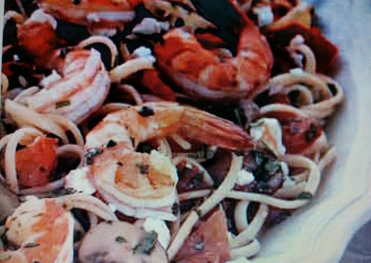 Linguini w/shrimp and plum tomatoes