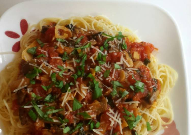 Fresh Garlic-Basil Pomodoro with Mushrooms