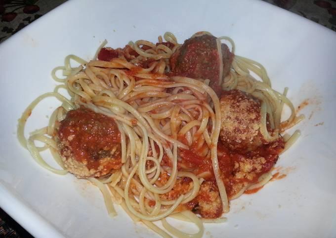 Linguini and meatballs