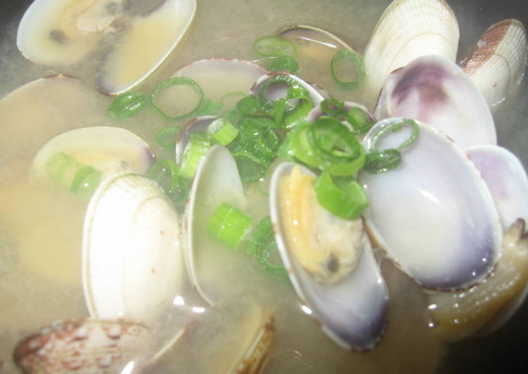 Recipe of Super Quick Homemade Rich Kombu Seaweed Flavour Manila Clam Miso Soup