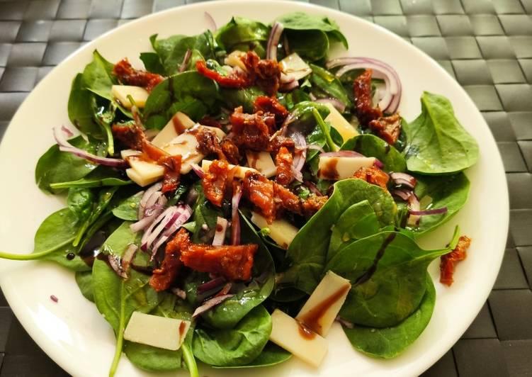 Ensalada de espinaca y tomate seco