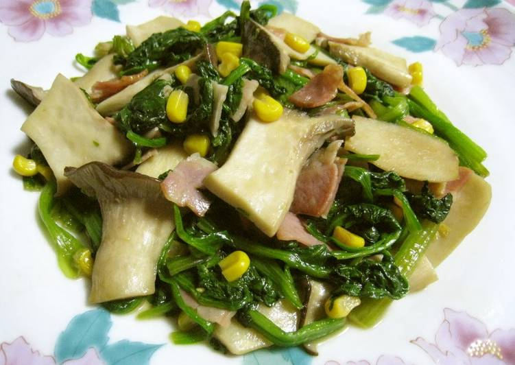 Spinach and King Oyster Mushrooms Sauteed With Butter and Soy Sauce