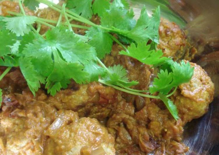 Chicken Kofta: Indian Curry with Chicken Meatballs