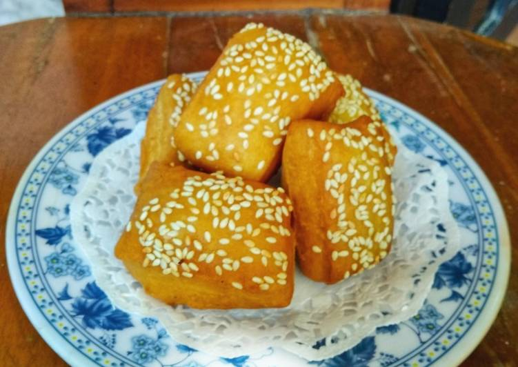 Roti Goreng / Roti Bantal / bolang -baling / Odading