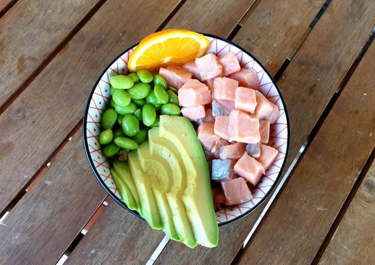 Poke bowl de quinoa y salmón