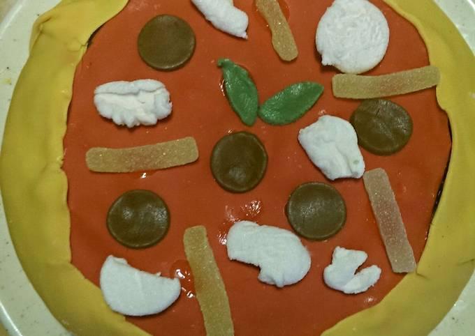 Fake-pizza birthday cake