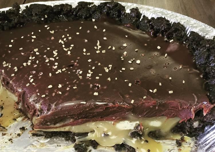 Dark Chocolate & Salted Caramel Oreo Pie