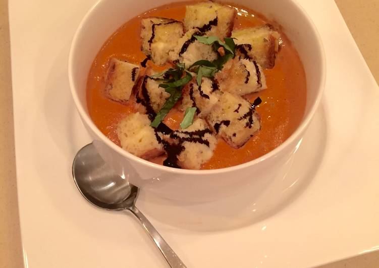 Sundried Tomato Bisque & Grilled Cheese Croutons
