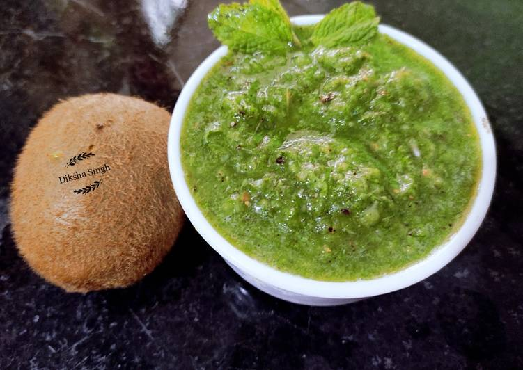What is Dinner Easy Spring Kiwi Mint chutney
