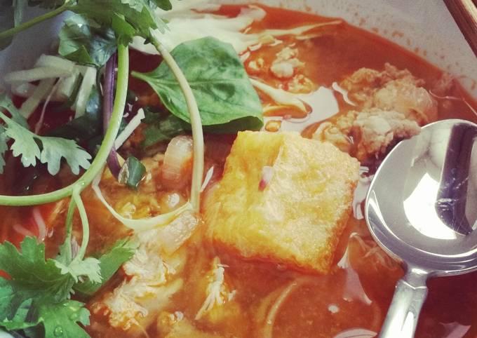 Quick Bun Rieu (Crab Meat Ball Noodle Soup)
