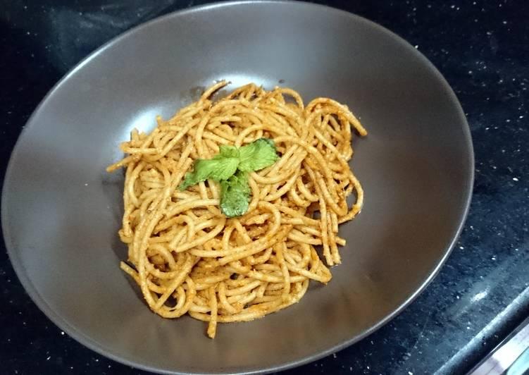 Tomato pesto spaghetti pasta