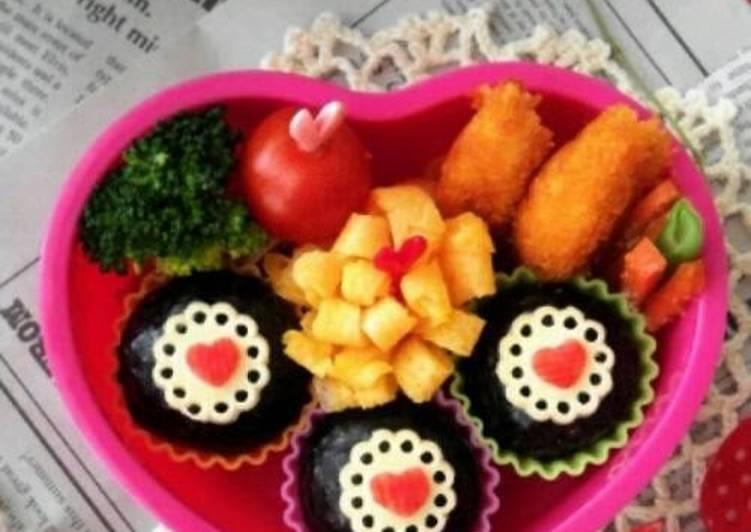 Recipe: Yummy Mini Heart Doilies for Bento