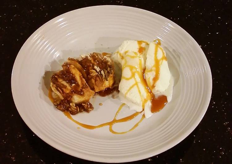 Hasselback Apples with Toffee / Oat Strusel Topping