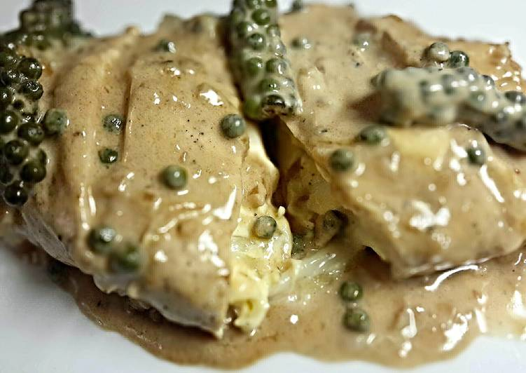 Steps to Make Favorite Cheeseken Breast with Creammy Green Pepper Sauce