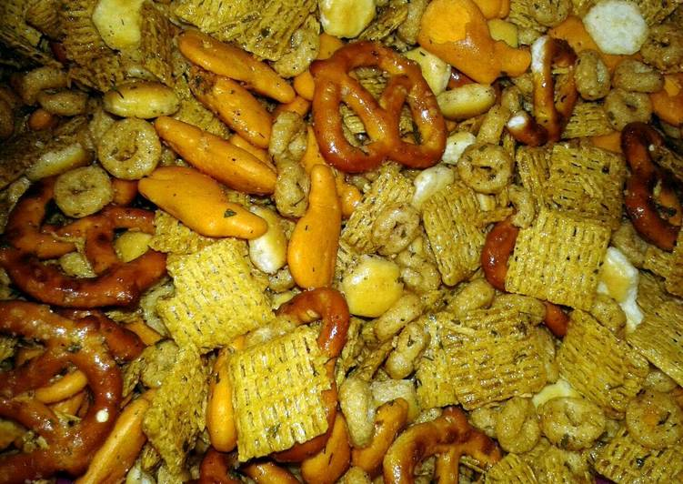 NO BAKE RANCH FLAVORED SNACK MIX (kid friendly)