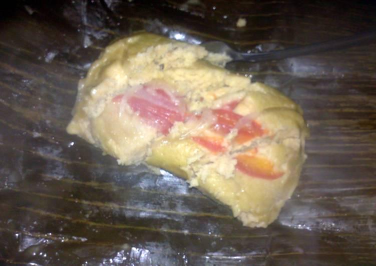 tamales de pollo o puerco (chicken or pork)