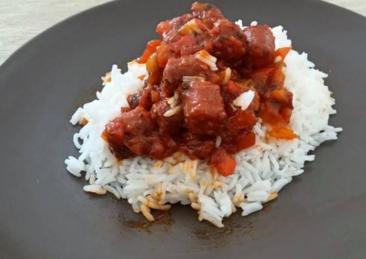Sauce tomate, chistora sur son lit de riz