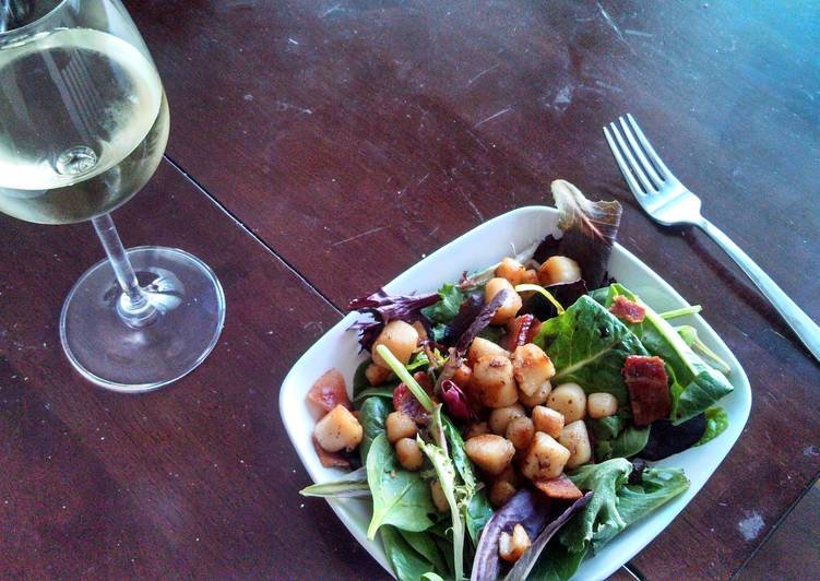 Bacon Cooked Scallop Salad