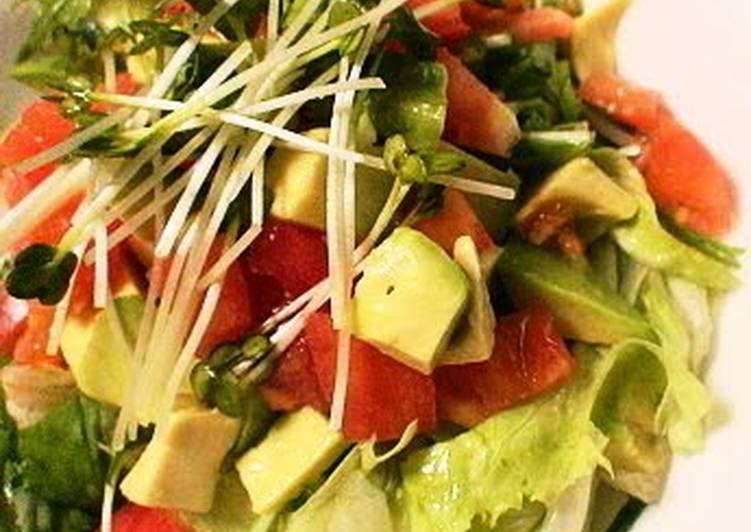 Eating 14 Superfoods Is A Great Way To Go Green And Be Healthy Avocado & Tomato Salad