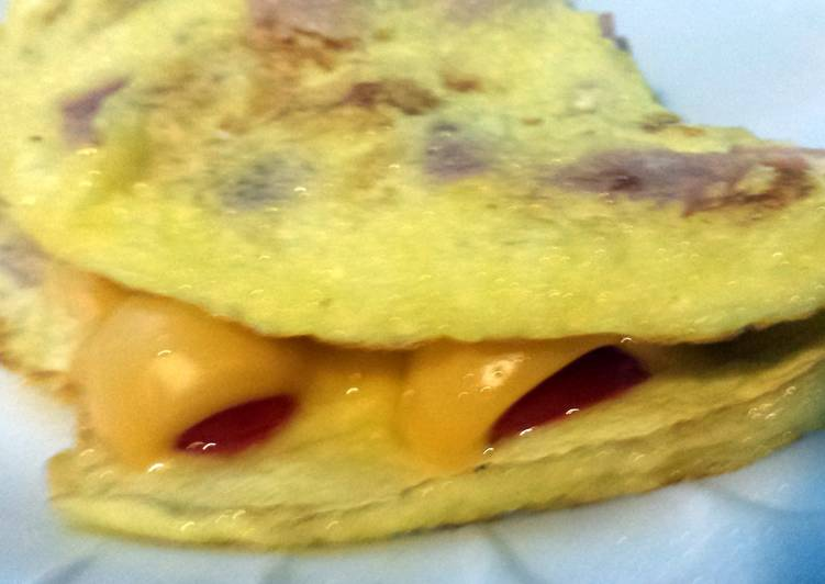 Elisa's Simple Tomato, Cheese and Ham Omelette